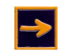 Imán cerámica flecha con filo 5x5 cm