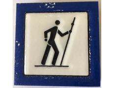 Imán cerámica Peregrino andando con fondo Azul 5X5 cm