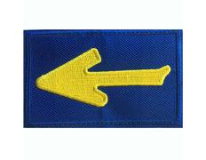 Parche bordado tela Flecha con fondo azul