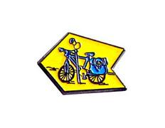 Pin Bicicleta Flecha Amarilla Metal